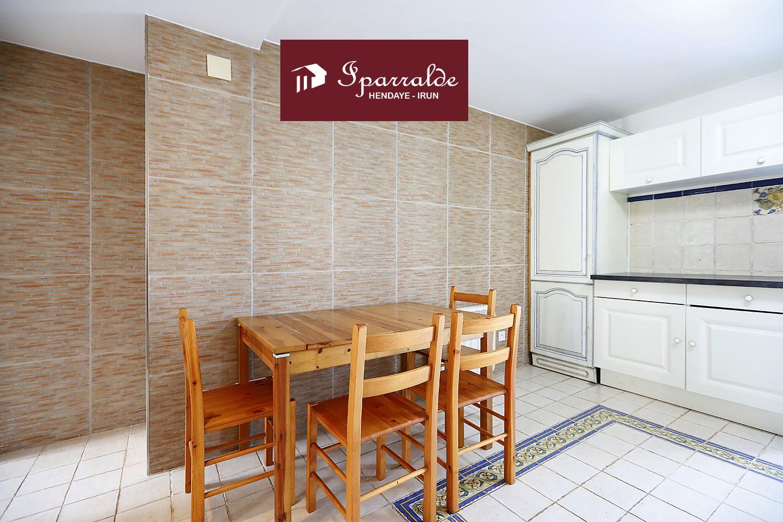 Coqueto piso T2 en villa a dos fachadas, con 41,69 m2 útiles + Terraza.