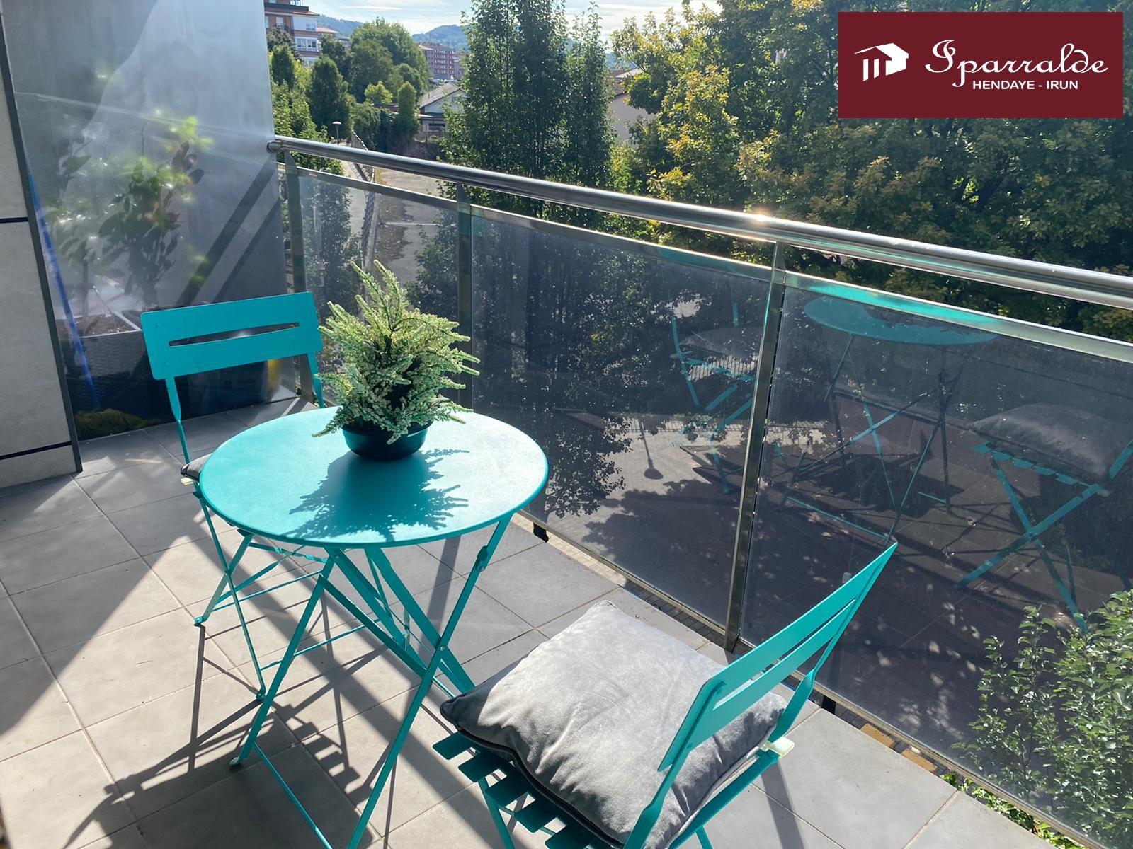 Espectacular piso a reformar de 108 m² con terraza de 9 m2, 4 habitaciones, cocina independiente y baño completo.