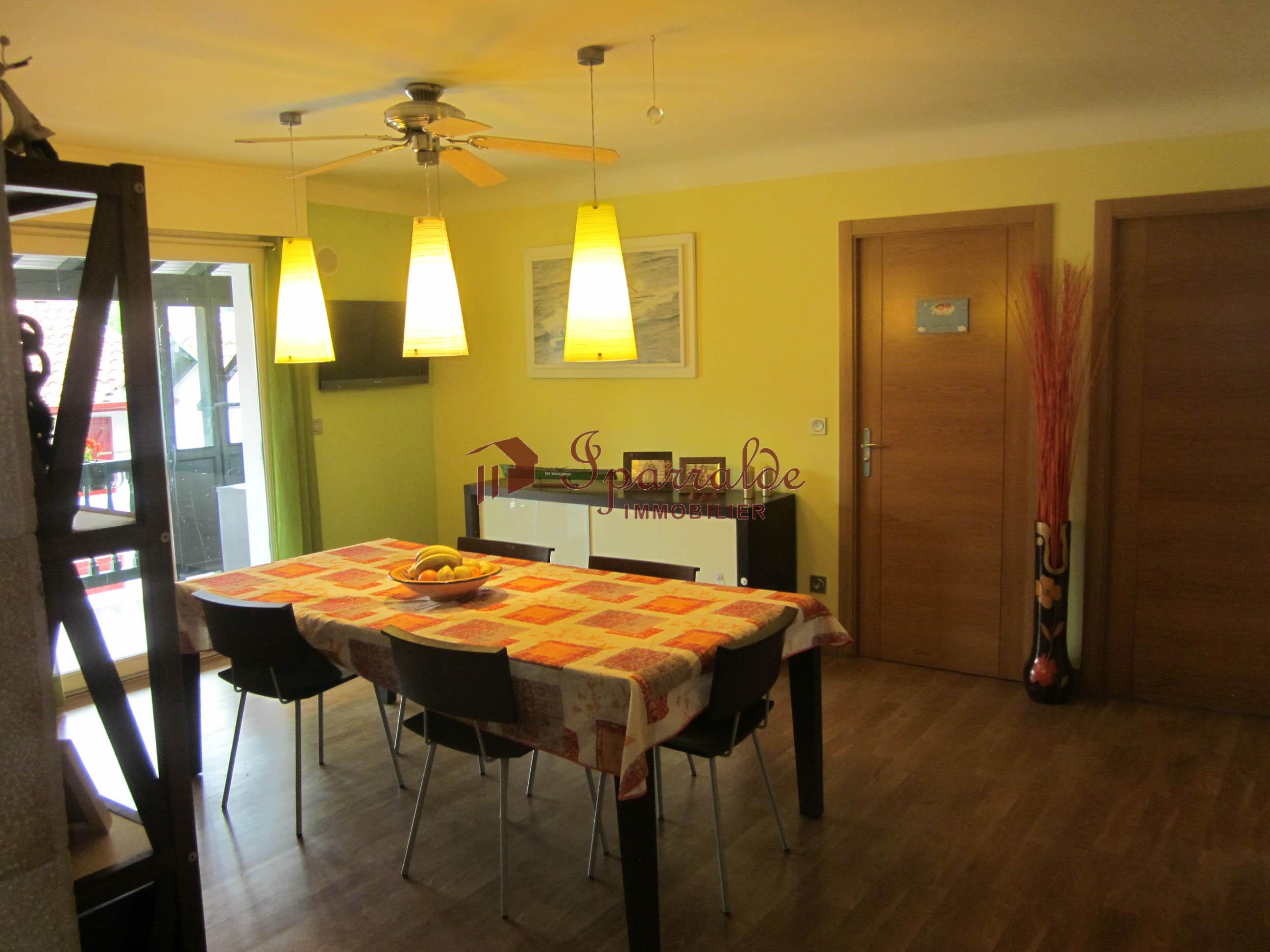 Se vende piso con terraza, chimenea, desván de 112 m2 y garaje priva...