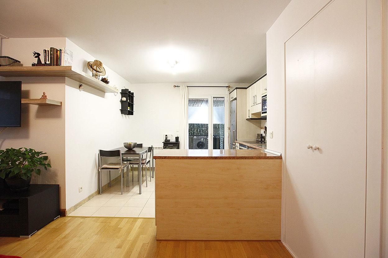 A la venta bonito piso de dos habitaciones con parking cerrado.