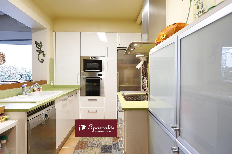 Mágnifico Piso en Villa, de 103,57 m2 habitables + Estudio independiente + Garaje + Terraza de 40 m2 + coqueto Jardín.