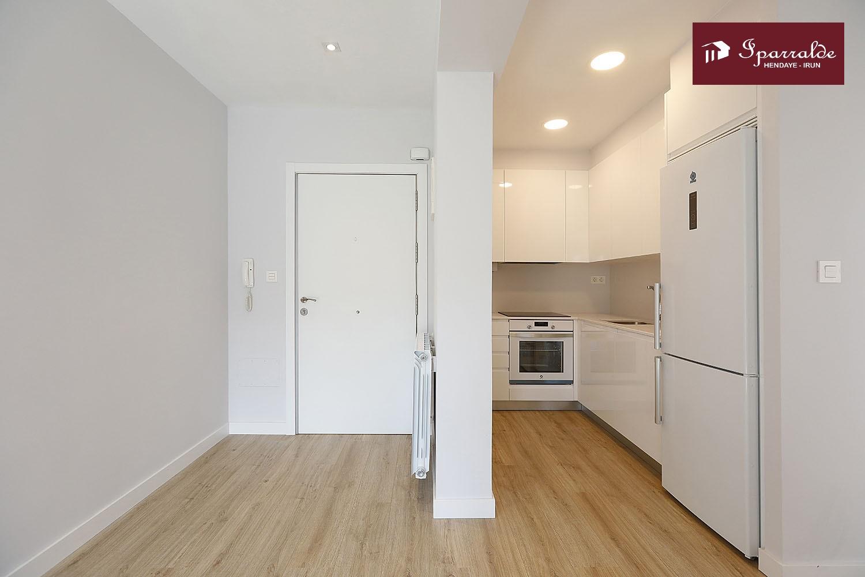 Apartamento de 48 m2 situado en pleno centro de Irún.  Ideal como primera vivienda o inversión.  Ascensor. Consúltanos sin compromiso.