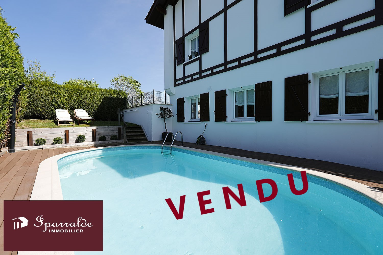 Preciosa Villa bifamiliar con Jardín, Terraza y Piscina a 12 minutos...