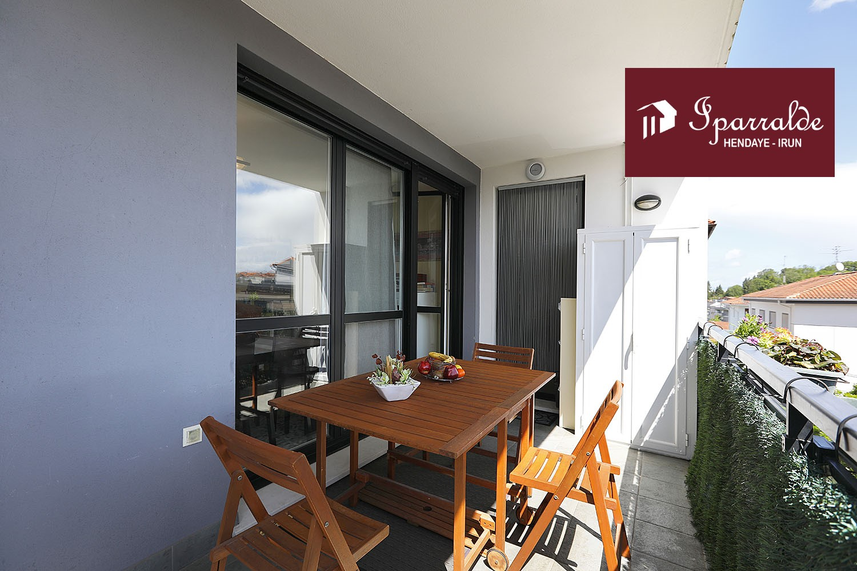 Precioso y soleado piso de 105 m2, en barrio de Lapice,en edificio con pocos vecinos,  del año 2008