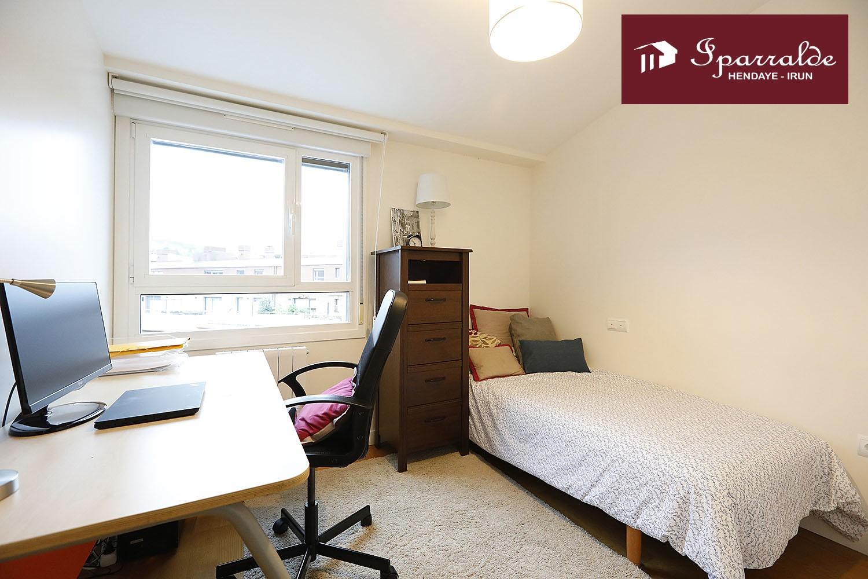 Fantástico dúplex de tres habitaciones, y terraza de 20 m2  en Palmera Montero.