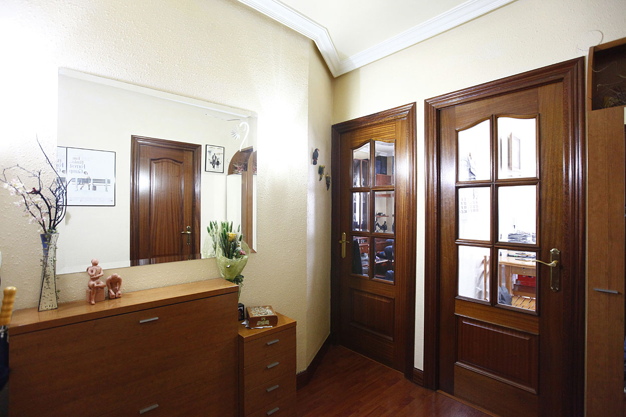 Piso de 2 habitaciones, salón , cocina independiente y baño complet...