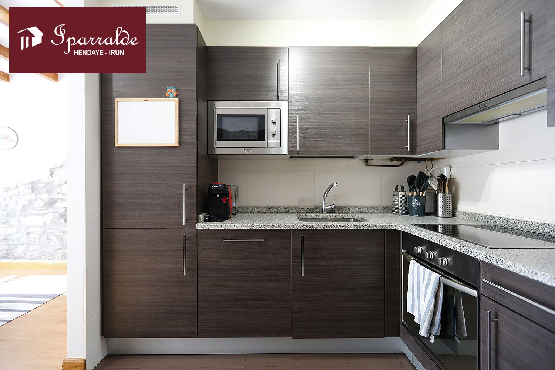 Preciosa vivienda tipo dúplex,  para entrar a vivir en el centro de Irún. IMPECABLE.