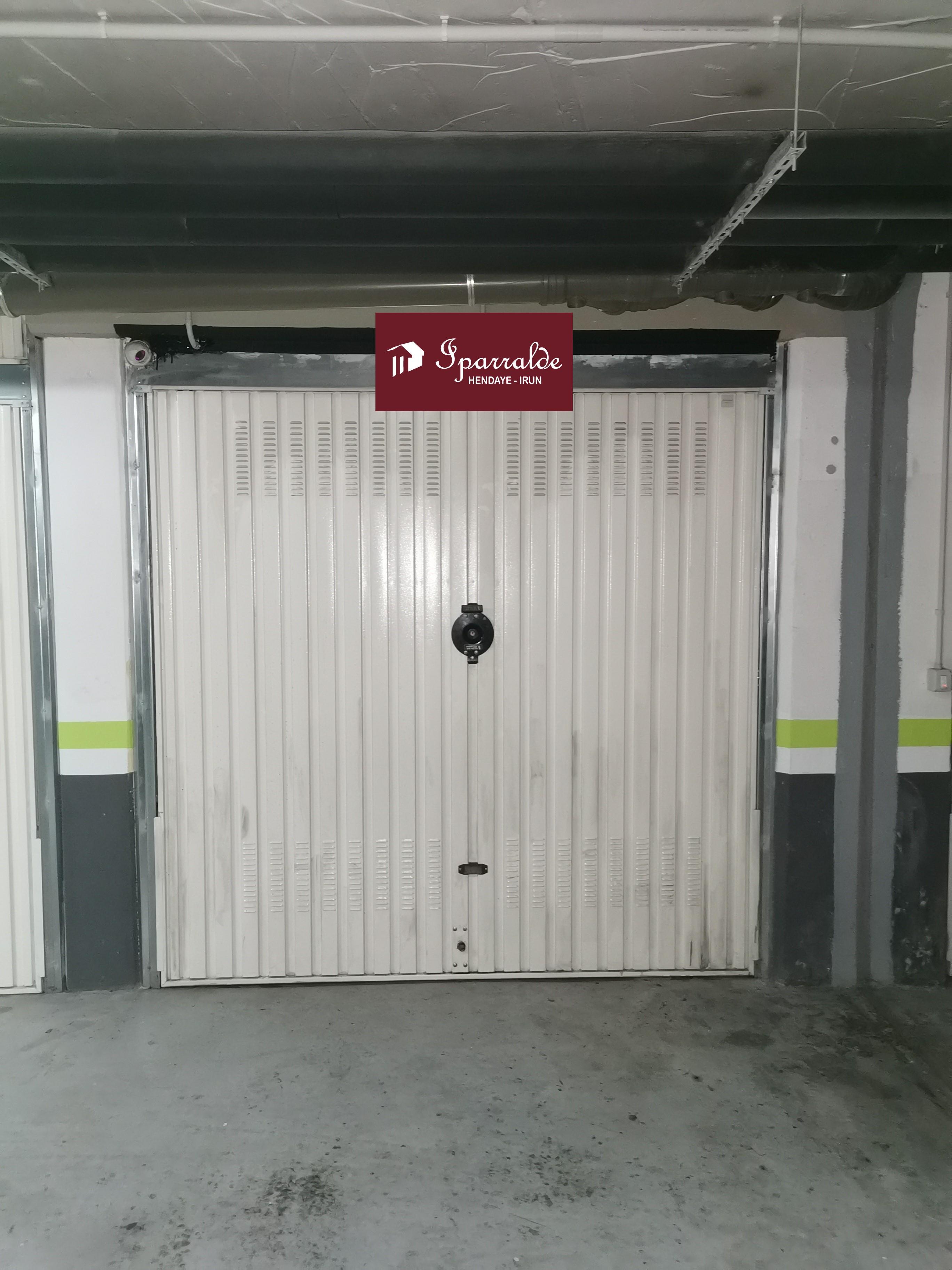 Garaje cerrado en perfecto estado de 15 m2