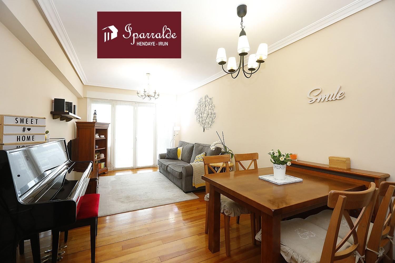 Bonito piso de tres habitaciones en el barrio de Dunboa. Para entrar a vivir
