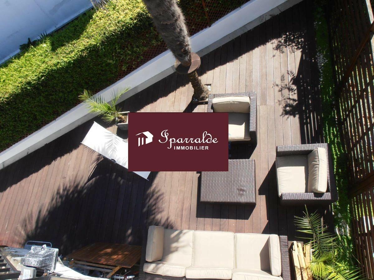 Hendaye : appartement T3 avec Terrasse, situé au dernier étage d´une Villa, à acheter