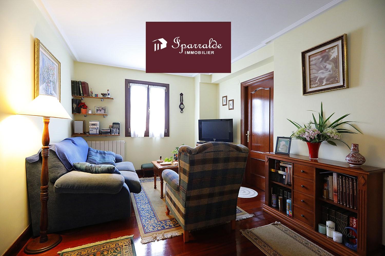 Casa Espaciosa de 6 habitaciones de estilo Caserío en Irún, a dos pasos de Hendaya (64700)