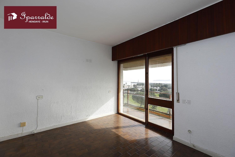 Fantástica vivienda en Hondarribia, de 126 m2( útiles) y terraza de 30 m2, con vistas al mar y al puerto deportivo