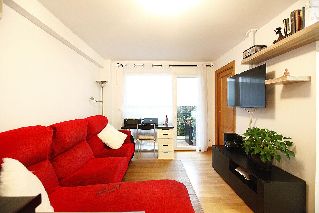 A la venta bonito piso de dos habitaciones con parking.