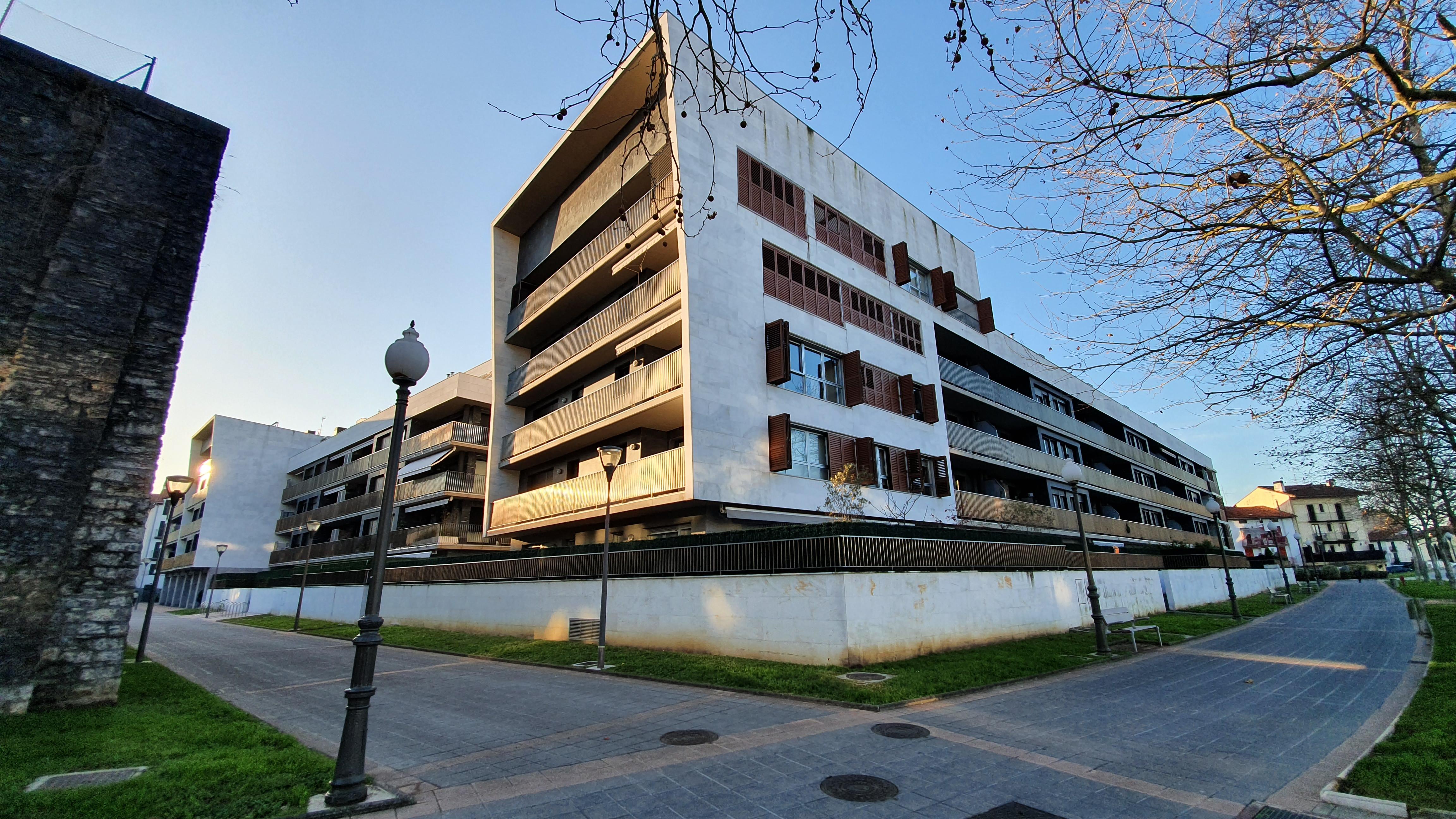 Exclusiva vivienda de 125 m2 en zona muy demandada  con dos soleadas Terrazas de 125 m2. También en Venta Aplazada.