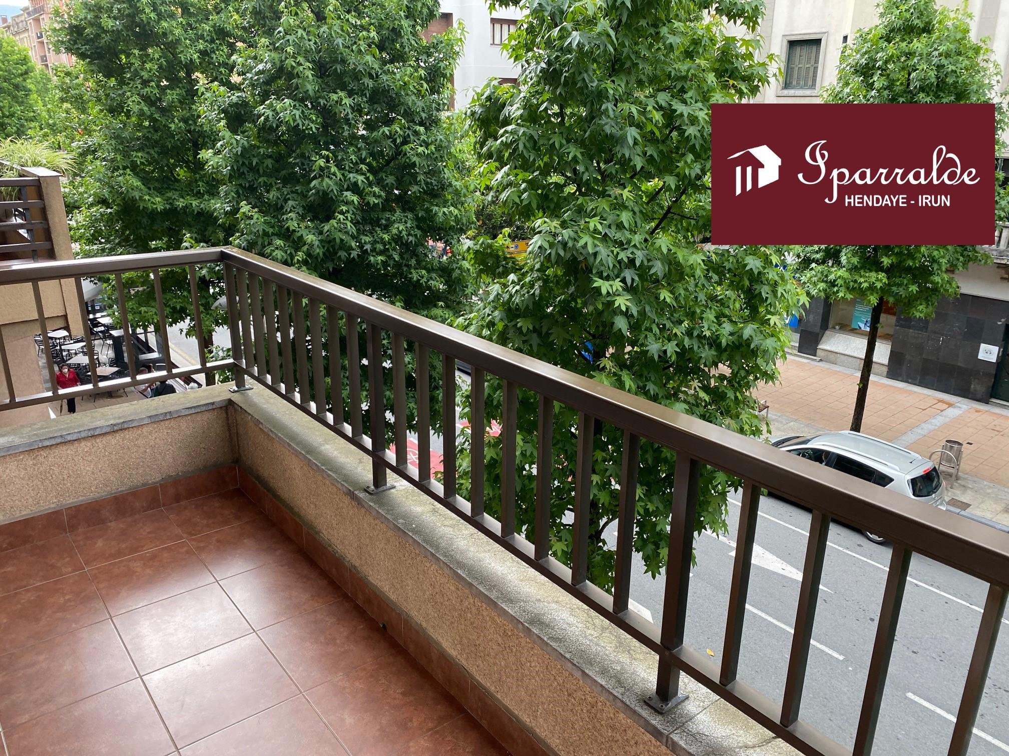 Bonito piso para entrar a vivir, en pleno centro de Irún. IMPECABLE.