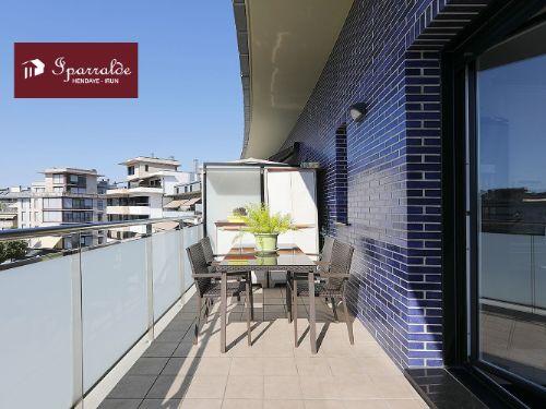 Dúplex de 3 habitaciones en ultima planta, con Terraza de 20 m2.