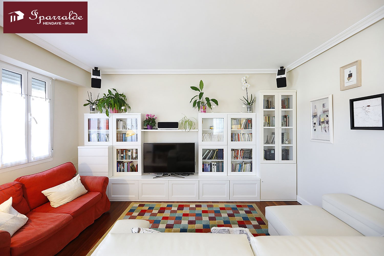 Bonito y céntrico dúplex  de 138 m2 ,y terraza de 45 m2, orientada al Sur.