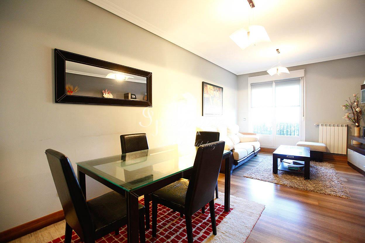 Piso de 70m² todo exterior con dos habitaciones dos baños, salón-comedor, cocina independiente y garaje