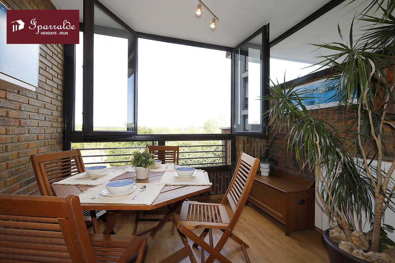 Piso de de 3 habs,2 bñs ,con terraza de 7 m2, en el barrio de Dunboa de Irún;  para entrar a vivir.