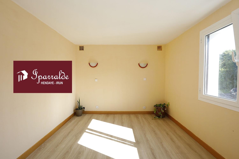 Bonito y ámplio piso de 2 habitaciones  en zona cerca de la Bahía de Txingudi.