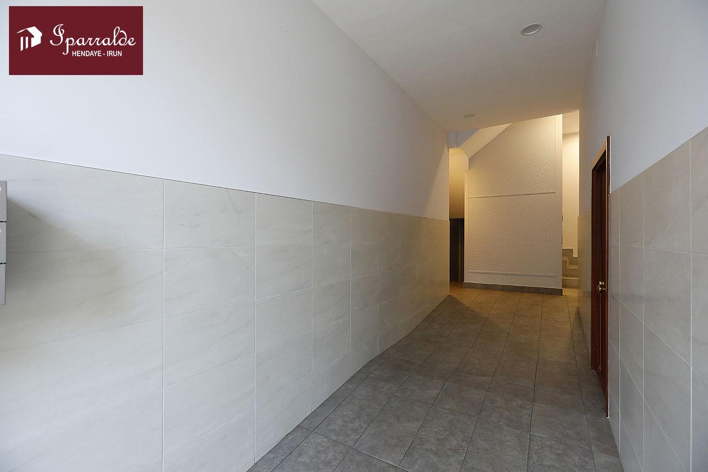 IMPECABLE piso de tres habitaciones en la Avenida de Gipuzkoa de Irún. Ascensor a cota cero