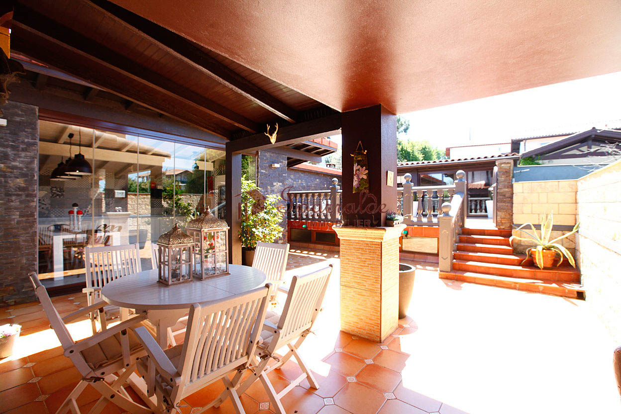 Bonita Villa bifamiliar en zona solicitada y muy tranquila. Cerca del Colegio de Lissardy.