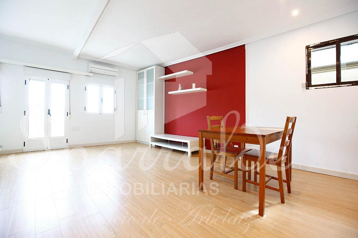 Estudio de 38 m2 recien reformado, compuesto de salón comedor, cocin...