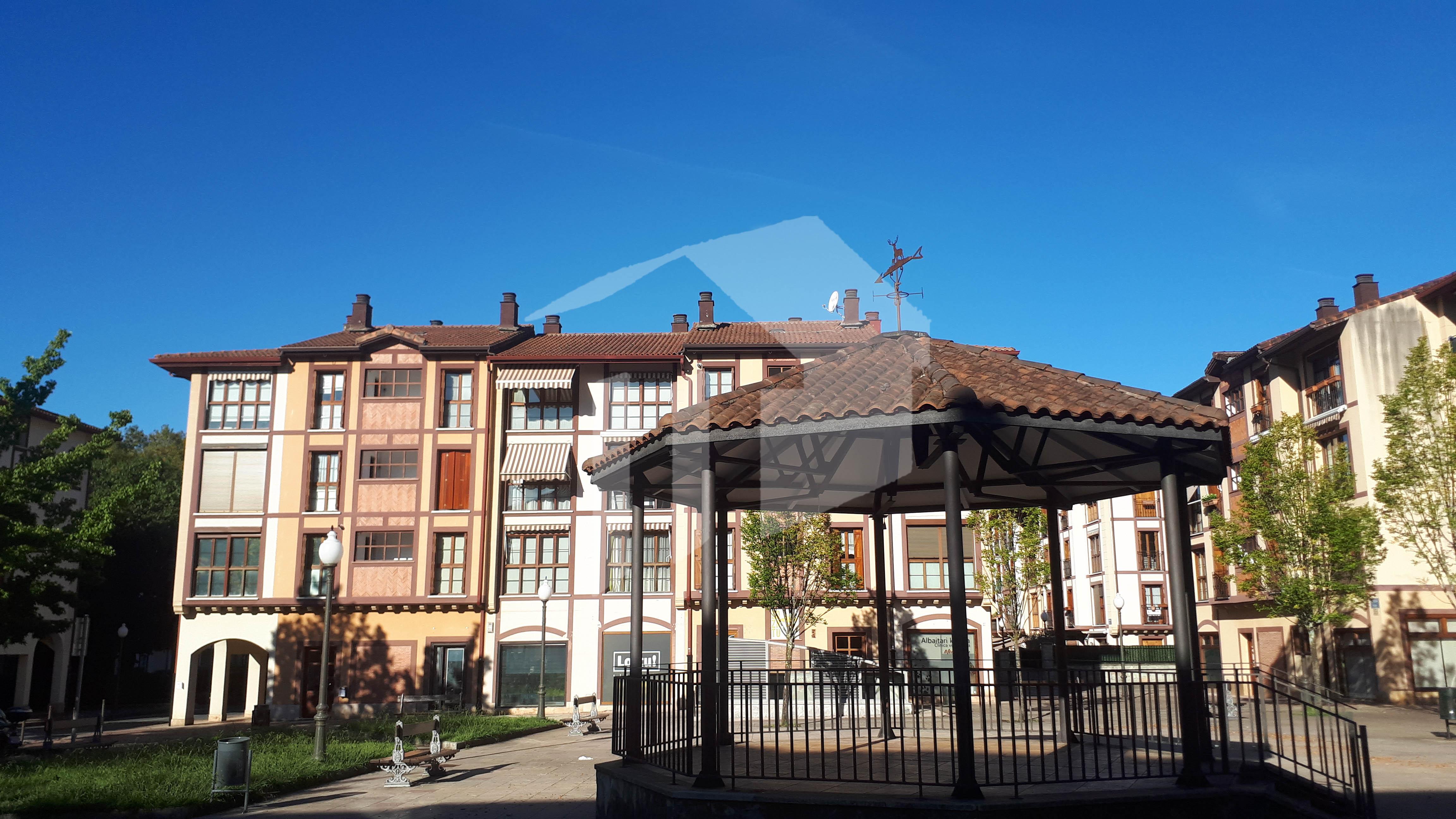 Preciosa vivienda  de 3 habitaciones y 98 m2 situada en Urdanibia Berri, rodeada de terraza de 127m² ( orientación sur),
