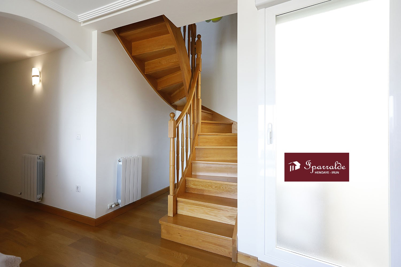 Funcional vivienda en dúplex con 3 habitaciones y gran Terraza- Dispone de  las mejores vistas de Palmera-Montero.