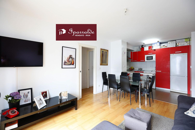 Precioso apartamento situado en Hendaia, en perfecto estado de conservación, con orientación sur y vistas a Jaizkibel.