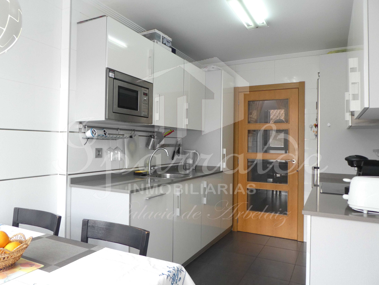 Bonito piso de 91 m2  útiles en pleno centro de Irún. La vivienda, ...
